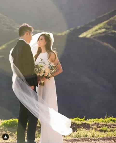 結婚写真を投稿したMIYAVI