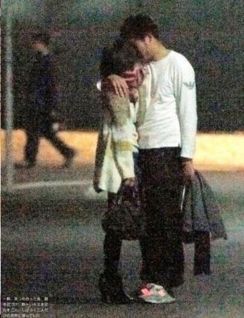 出水麻衣アナの路上キス